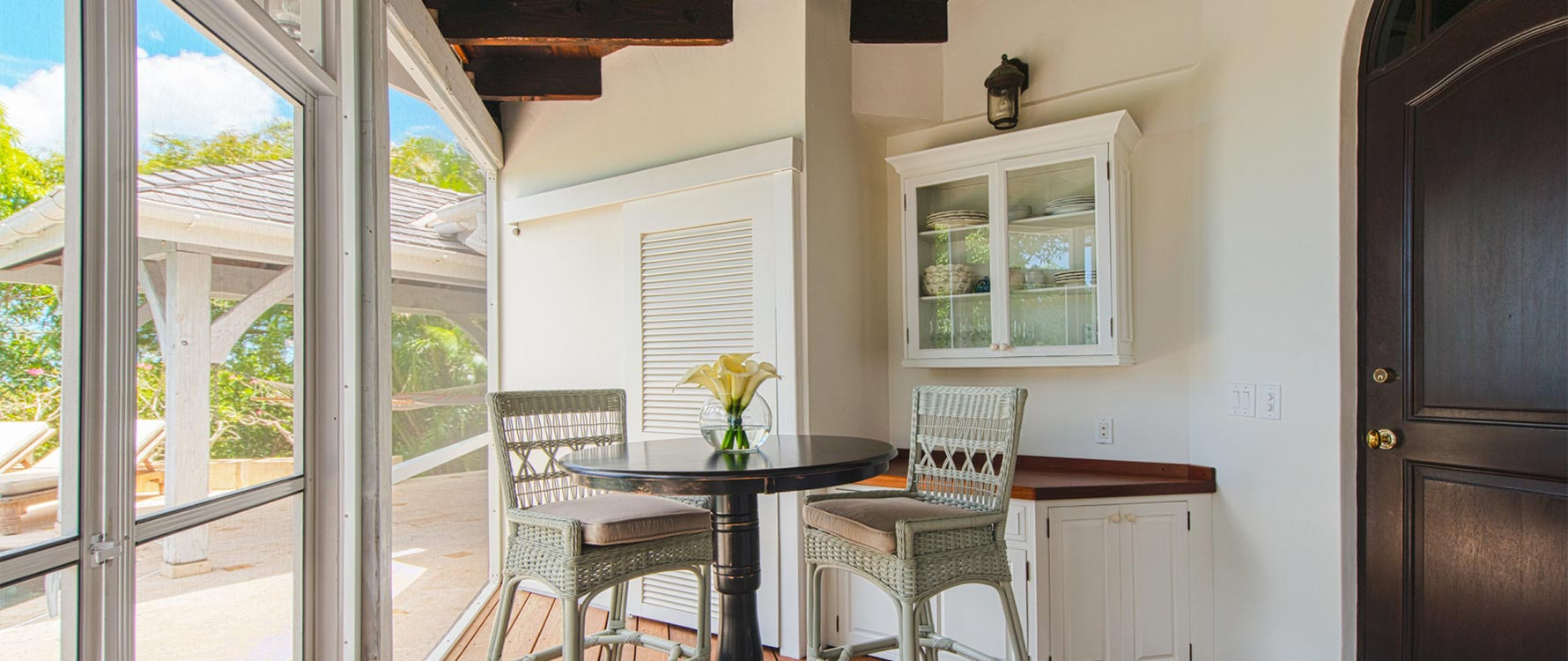 Entry veranda with kitchenette & laundry facilities